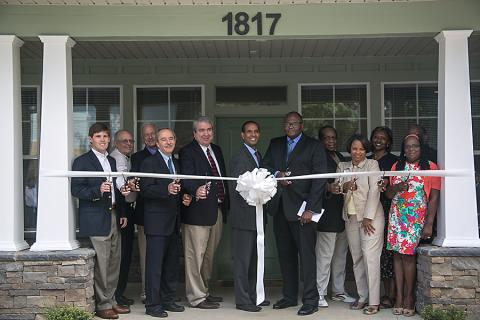 aletheia-hosts-ribbon-cutting